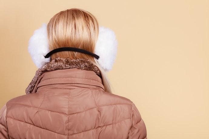 後戴式耳罩:設計多元、戴帽子和安全帽時也可用