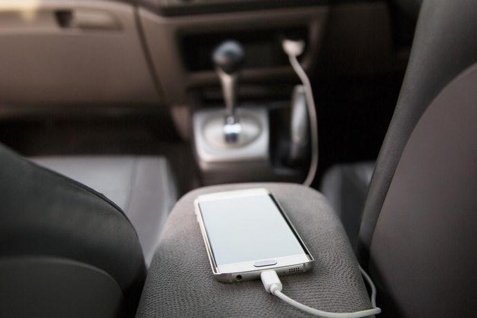 矽膠車戴式:穩定車內儀表板上方物品