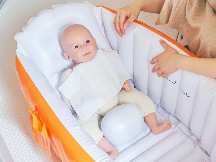 新生兒專用:優先選擇有「防滑落功能」的浴盆