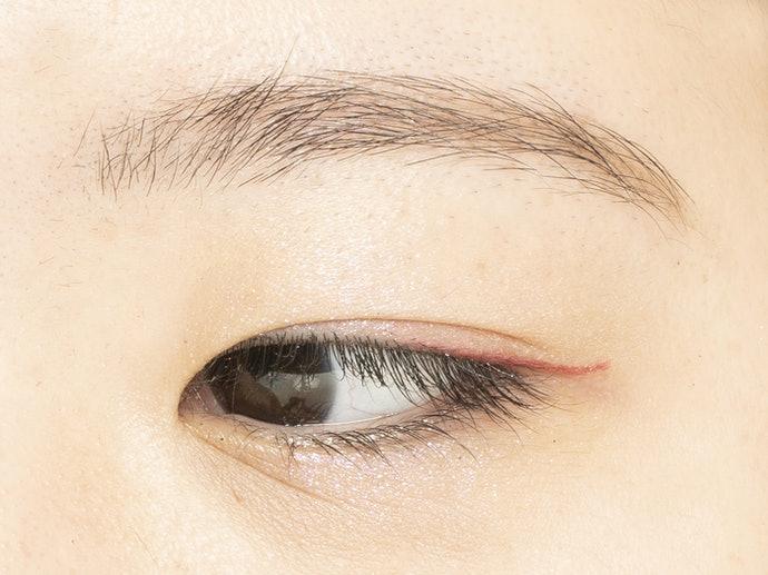 運用喜歡的顏色在眼尾低調點綴