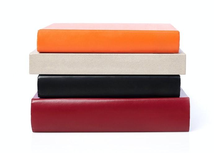 凹陷式放置板:適合厚重、寬大的書籍