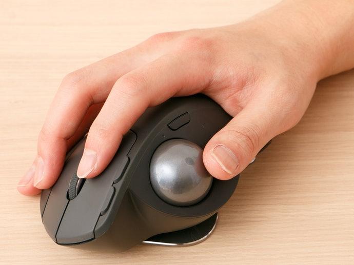 拇指球:按鍵配置類似傳統滑鼠,適合初學者