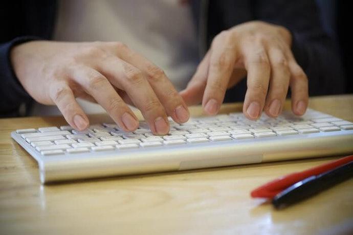 電腦周邊好乾淨!隨身攜帶也很方便的「無線鍵盤」