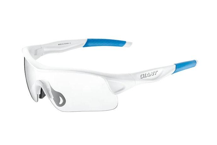 「透明鏡片」:保護雙眼且不影響視線