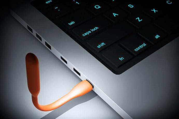 根據 USB連結埠可傳輸的功率來選擇
