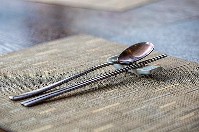 根據想放置的餐具數量,挑選適合的筷架長度