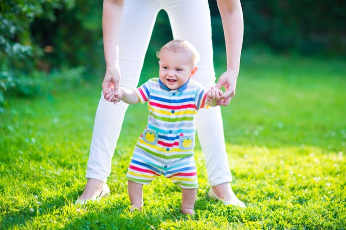 利用學步車讓寶寶喜歡上走路