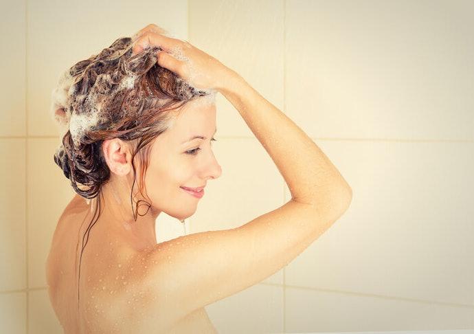 依據頭皮出油狀況洗頭
