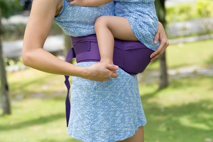 好動寶寶也能安穩乘坐的「腰凳式揹巾」