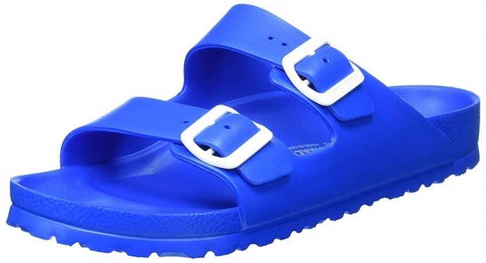 非「人字夾腳拖鞋」的款式會更好行走