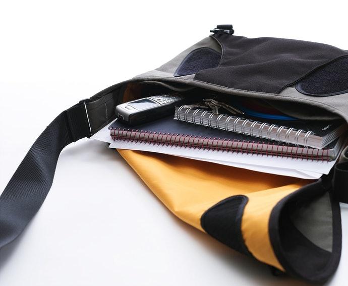 防水包款中常見的「魔鬼氈上蓋」