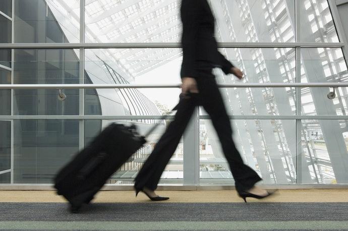 重視移動性建議選擇輕量的行李箱
