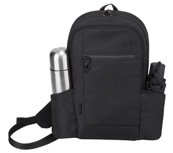 側袋設計便於擺放瓶罐或折傘