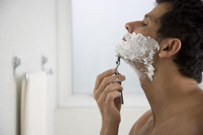 刮鬍泡:質地柔軟可保護肌膚