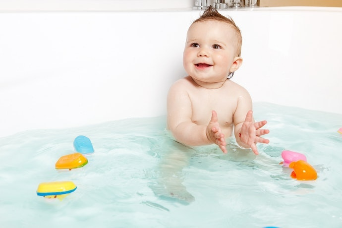 0歲幼兒:外型簡單、鮮豔且能浮在水面