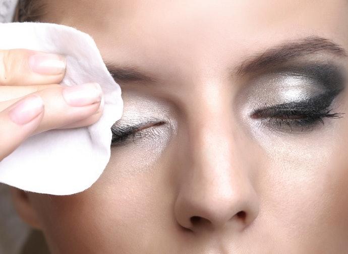 卸除濃妝時請活用專用的卸妝產品